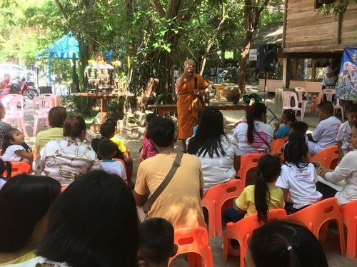 Project to bring parents to lead children to invite to practice Dhamma temple year 2019